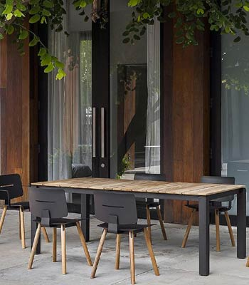 Read How to Design a Modern Outdoor Entertaining Space
